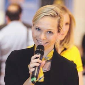 Messemoderatorin Ilka Groenewold auf der Intersolar Messe in München