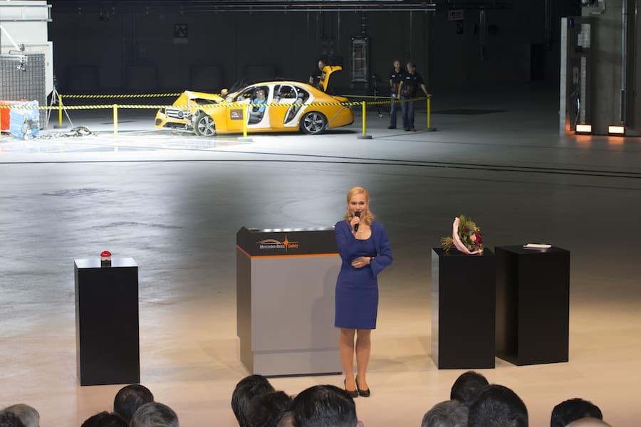 Eröffnung des Technologiezentrums für Fahrzeugsicherheit mit Eventmoderator Ilka Groenewold aus Stuttgart
