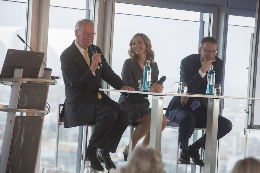 Podiumsdiskussion mit Moderatorin Ilka Groenewold im Emporio Tower für fks IT-Systemhaus in Hamburg