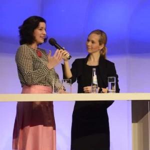 Münchner Moderator Ilka Groenewold mit Dorothee Bär im Einsatz