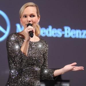 Mercedes Benz Moderator Ilka Groenewold bei den Jubilarfeiern