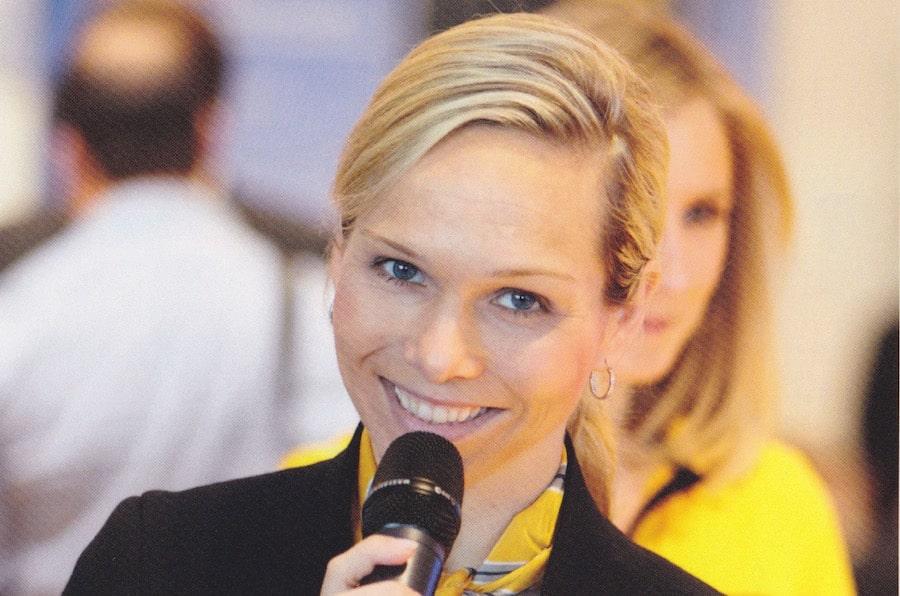Solarworld Messeauftritt mit Moderatorin Ilka Groenewold in München