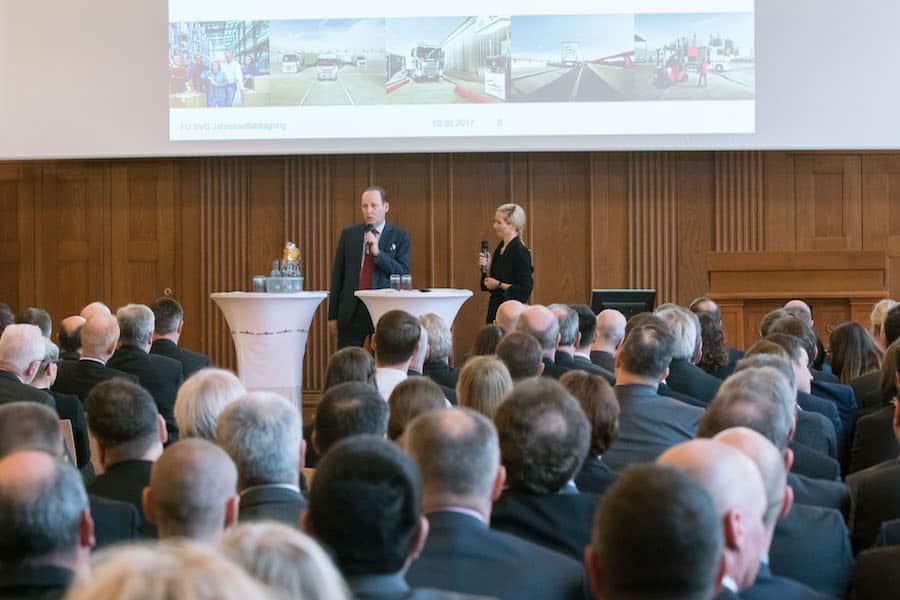 KRAVAG Jahresauftaktveranstaltung mit Moderatorin Ilka Groenewold in Hamburg
