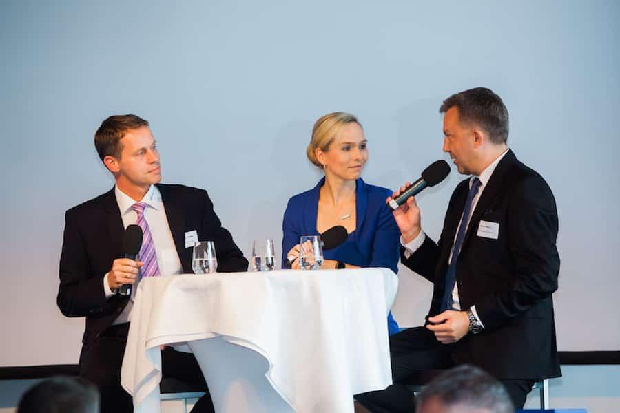 Talk-Runde zum Thema Finanzen mit den Führungskräften in Hamburg und Moderator Ilka Groenewold