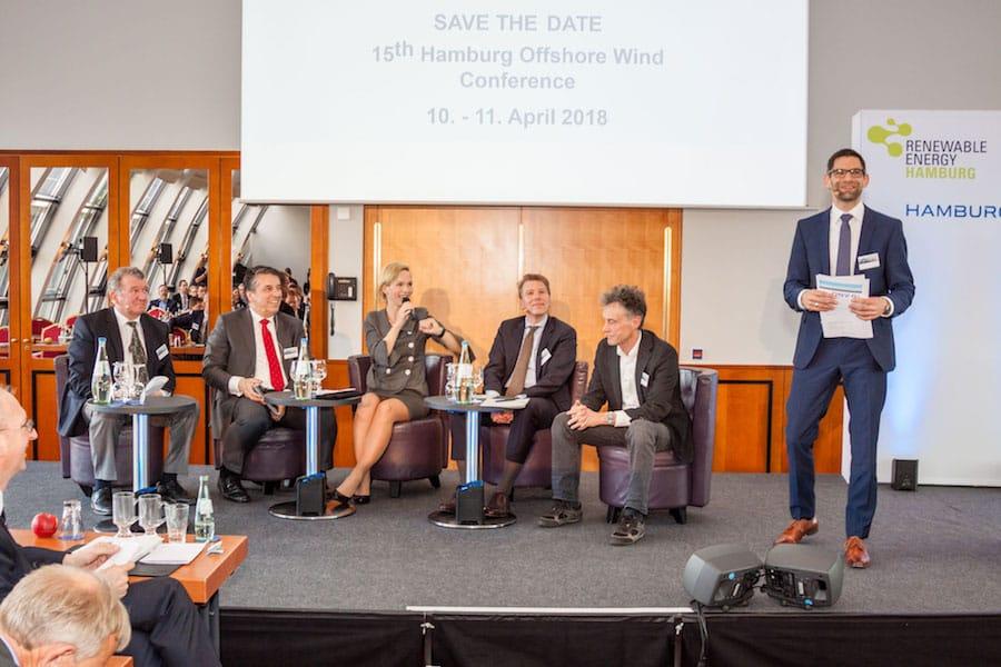 Podiumsdiskussion auf der Offshore Wind Conference moderiert durch Ilka Groenewold in Hamburg