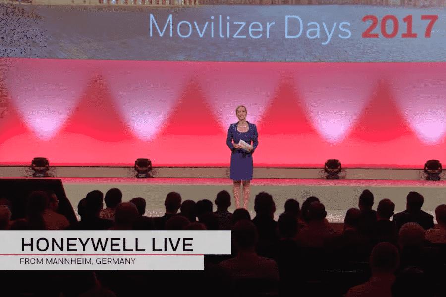 Moderatorin Ilka Groenewold beim Honeywell Live Broadcast in Mannheim